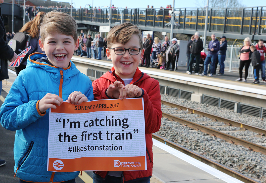d) Stan & Fred Thorley catching the first train