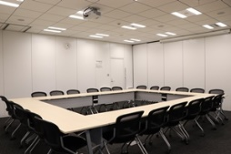 JISA会議室2(3名掛24名まで)