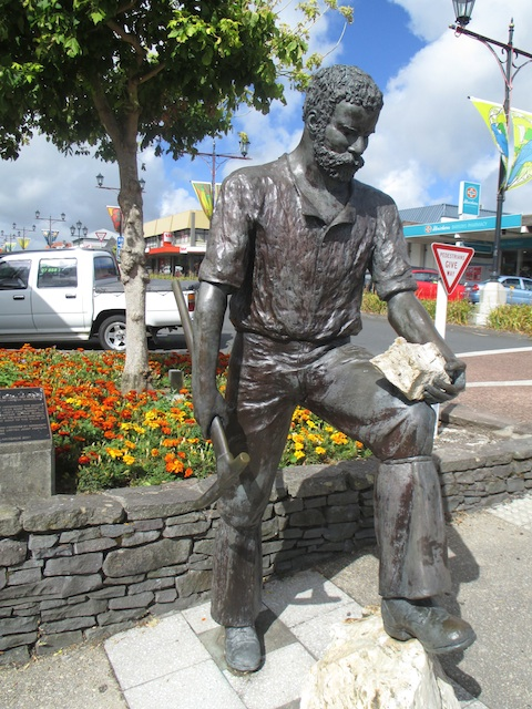 Example of similar sculpture (miner) by proposed artist
