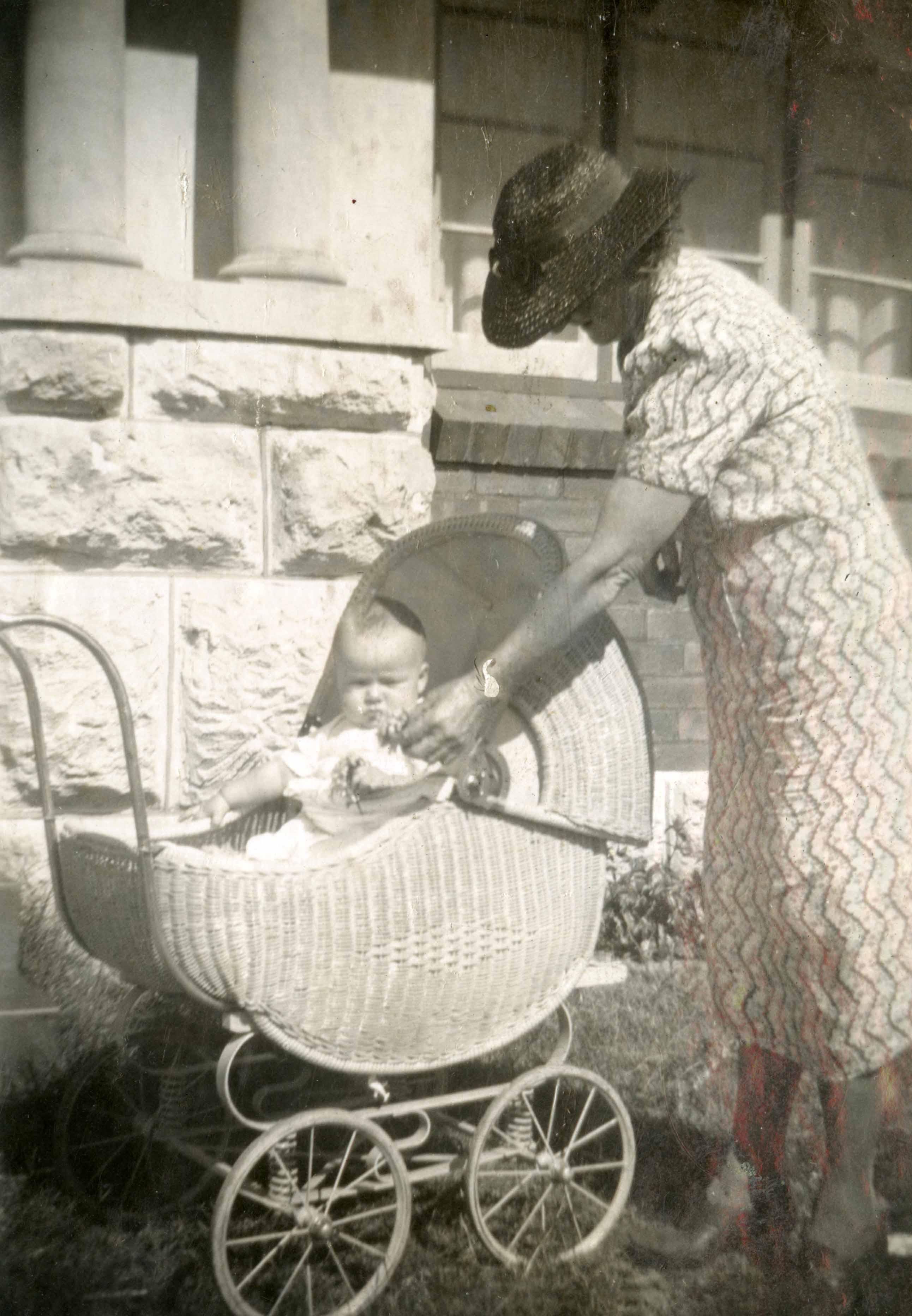 167. Baby pram at 29 Doris St 1942