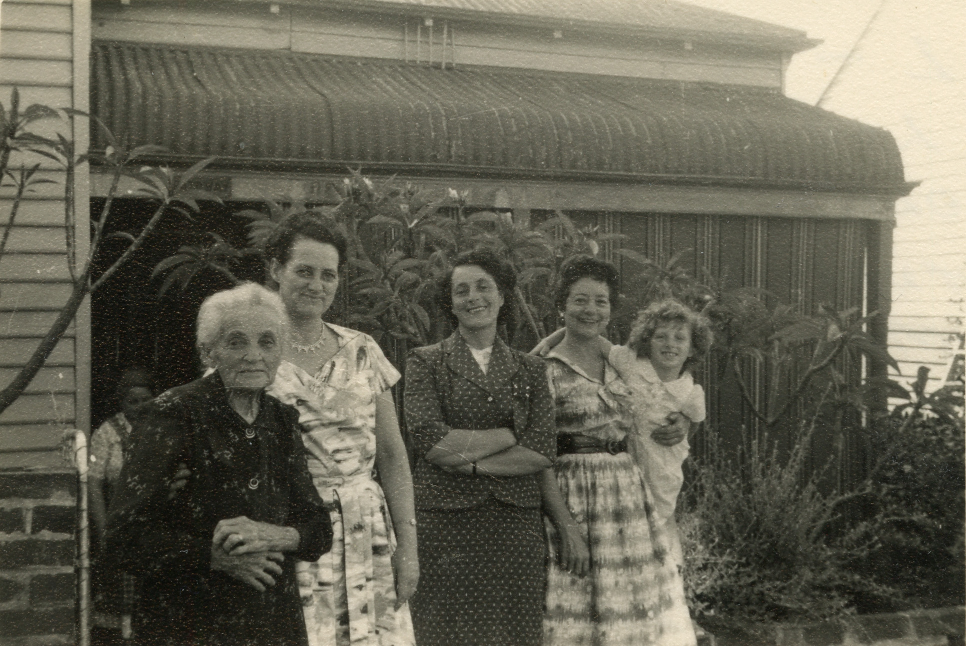 25. Xmas Day Peach St, 1954
