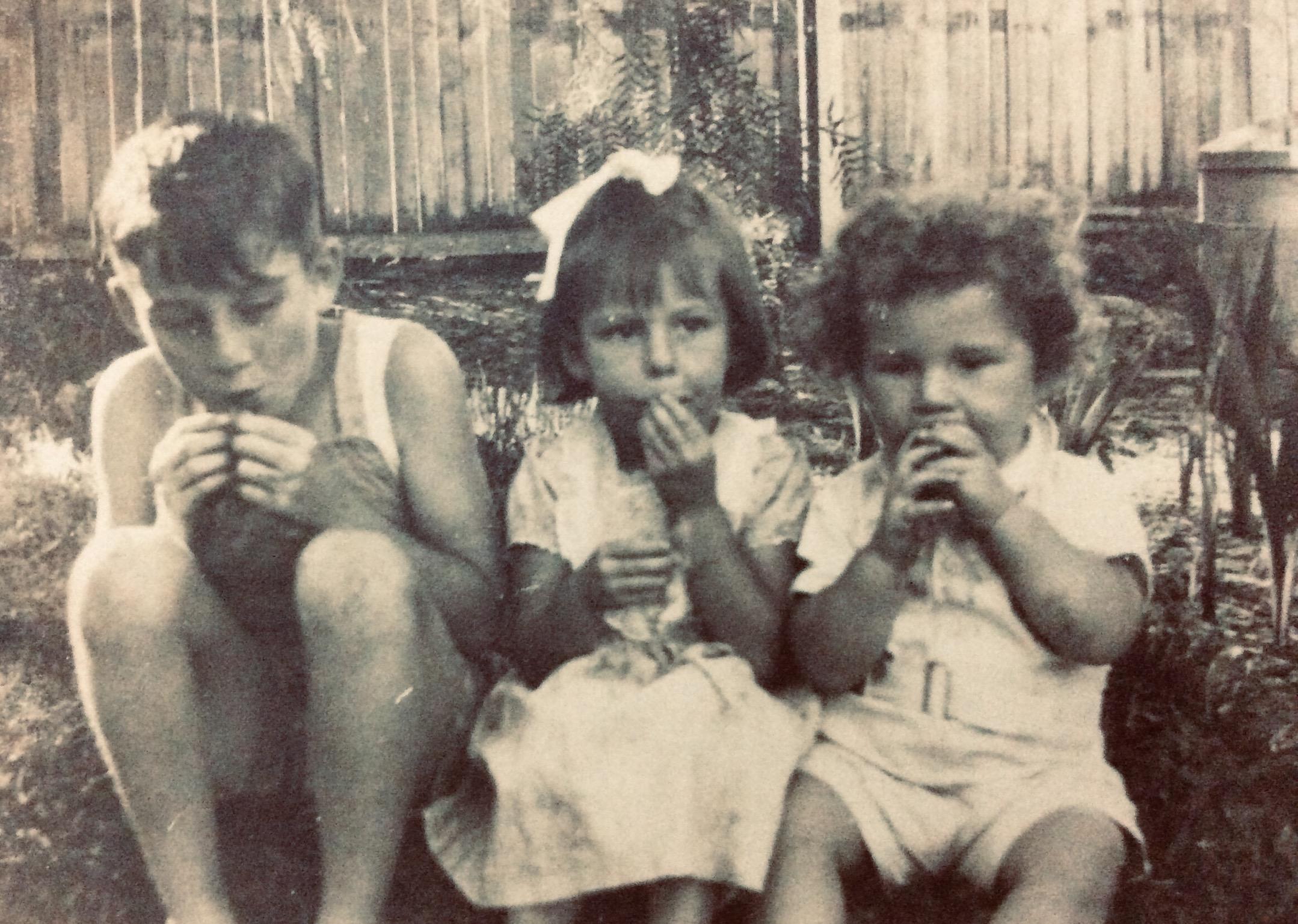 88. Children at 81 Broome St, 1951