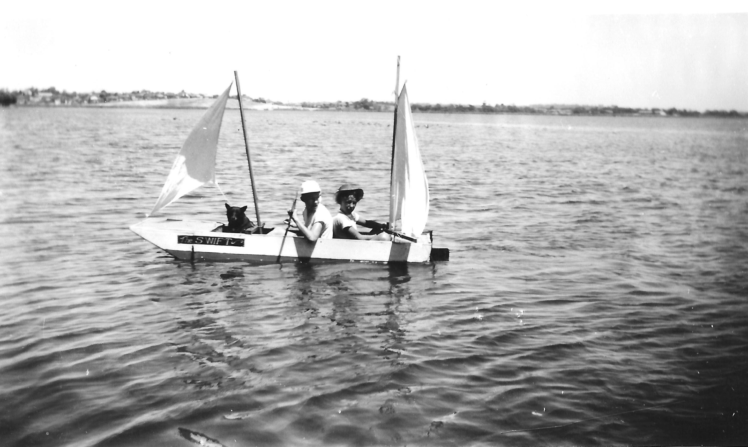 165. Kids on Lake Monger 1950