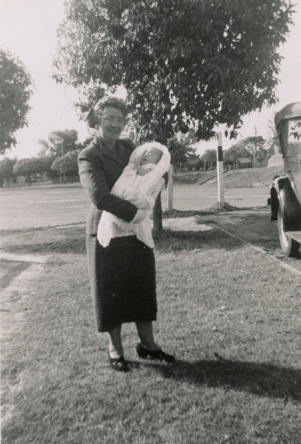 27. Peach St residents, 1956