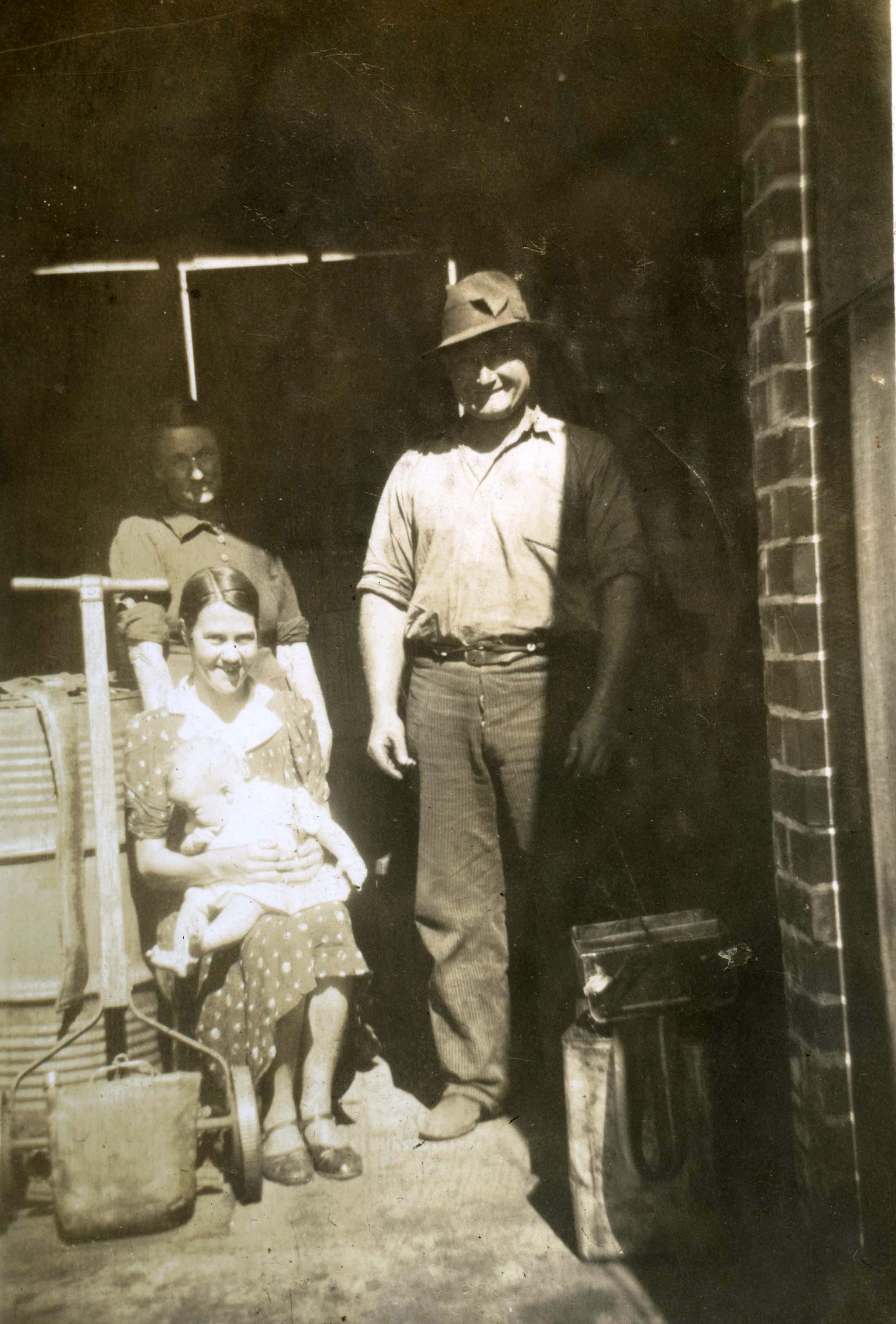 166. Backyard in Doris Street, 1930