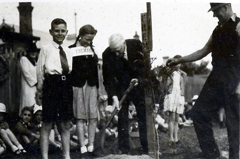 143. Goonderup Oval N Perth, 1944