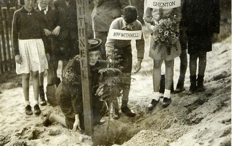 142. Goonderup Oval N Perth, 1944