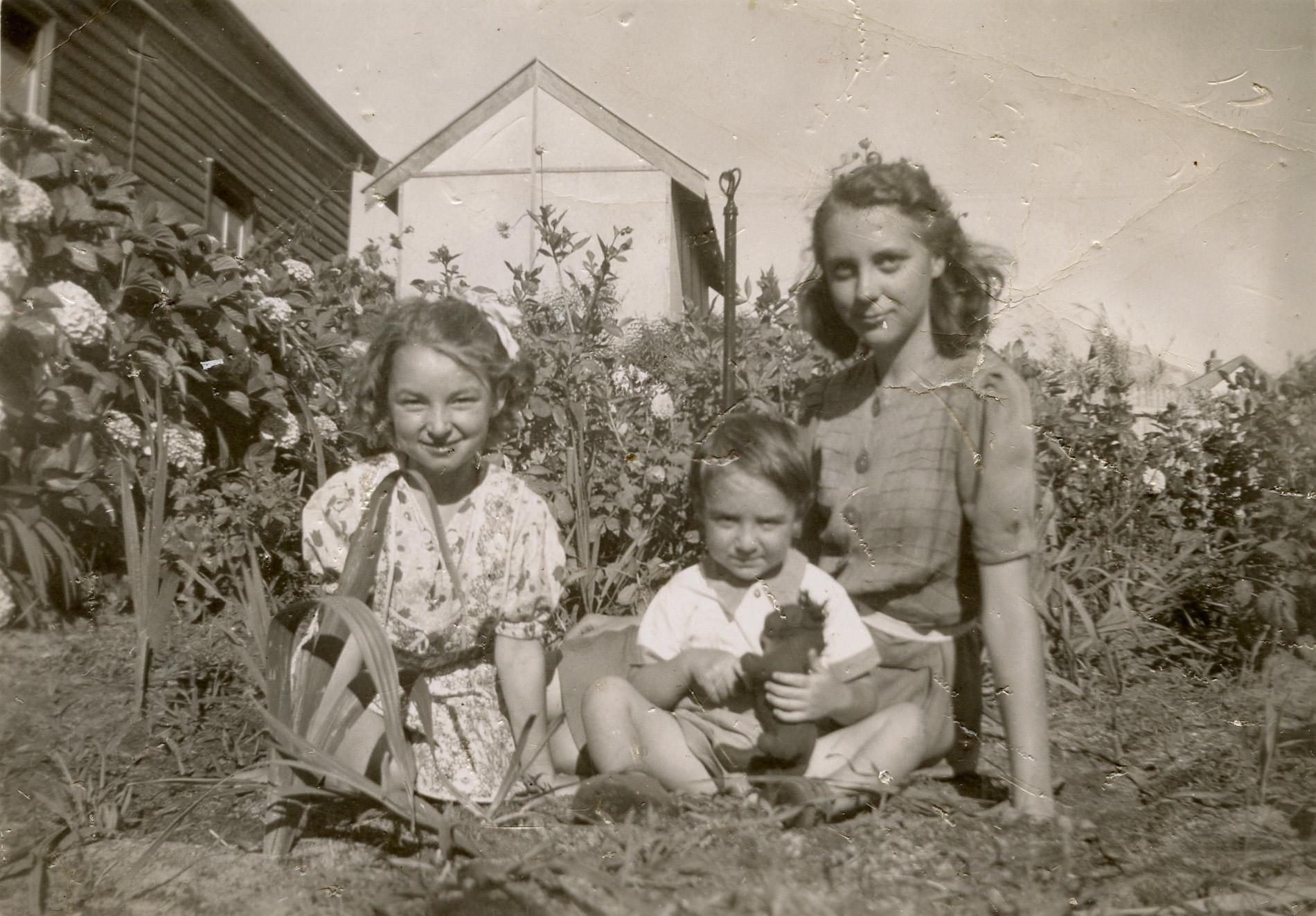 33. Peach Street garden, 1940s