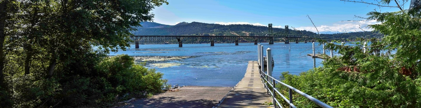 View from the White Salmon Treaty Fishing Access Site of the existing bridge.